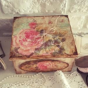 Piękna Retro Szkatułka Róże