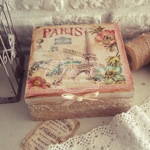 Paris Szkatułka z reliefami