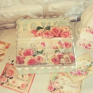 41 Szkatułka słodkie róże i paseczki