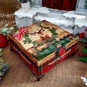 303 Świąteczne pudełko, szkatułka na prezent retro.