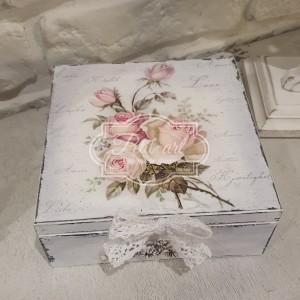 310 Duża szkatułka z różami i dekorami shabby chic