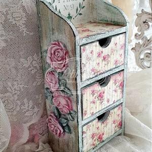 325 Drewniana Komódka z Różami Shabby Róże